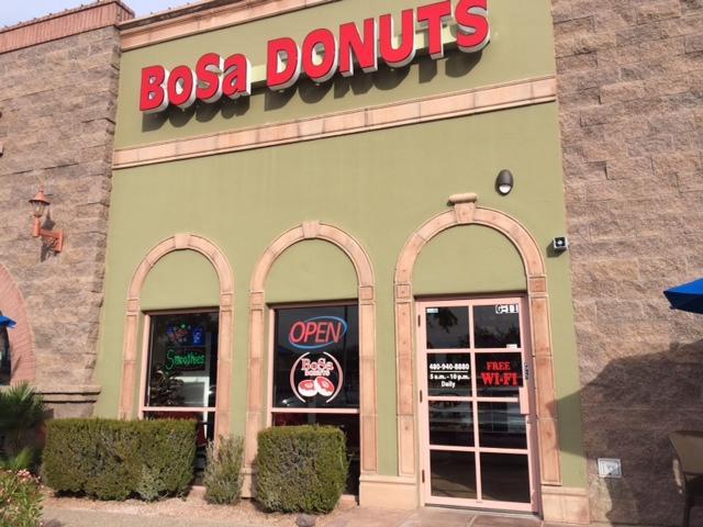 BoSa+brings+donuts+to+Ahwatukee