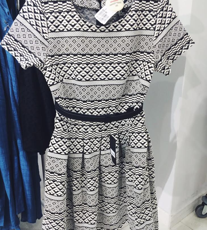 Pairing a simple belt with a dress, can remake the whole outfit.