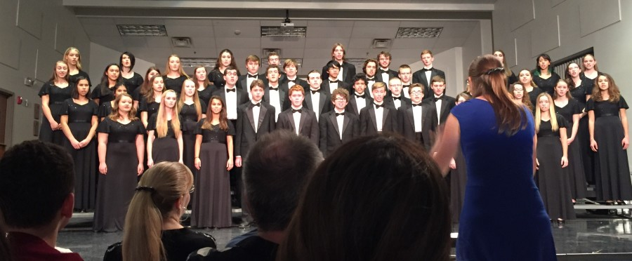 Cantabile Honors Chorale sang 5 American songs at their first concert of the year.