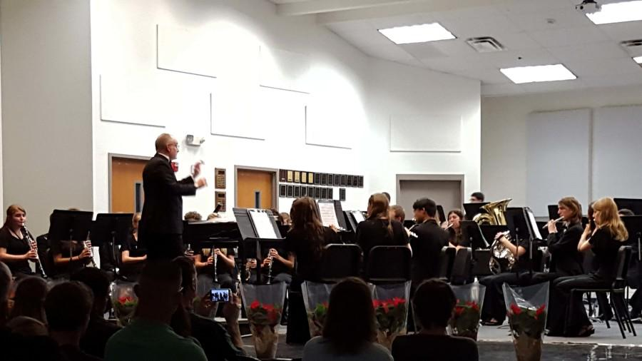 Symphonic Band celebrated the end of 2015 and the coming of the holidays by having a holiday-themed concert.