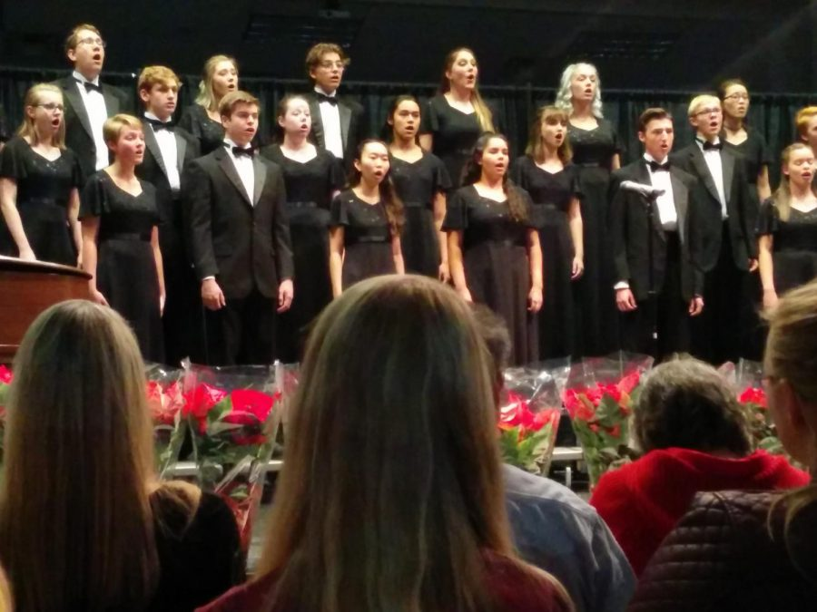 Cantabile Honors Chorale sing holiday classics to ring in the season.
