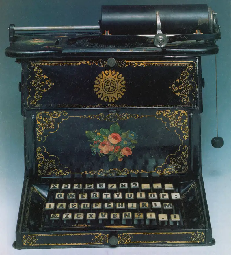 A+typewriter+utilizing+the+QWERTY+keyboard.